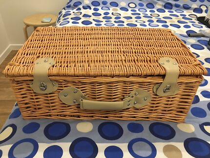 4 person picnic basket set with cooler bag and blanket in navy -