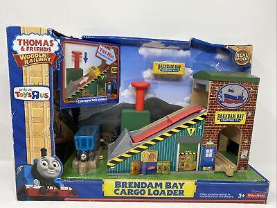 Thomas & Friends Wooden Brendam Bay Cargo Loader NIB Toys R Us Exclusive DMG BOX