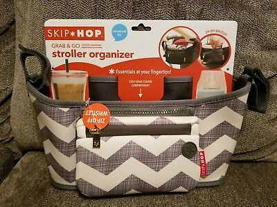 New Skip Hop Grab And Go Stroller Organizer Gray & Tan Chevron Wristlet