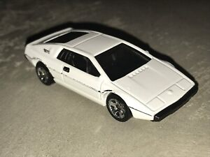 Hot wheels lotus esprit (james bond 007)