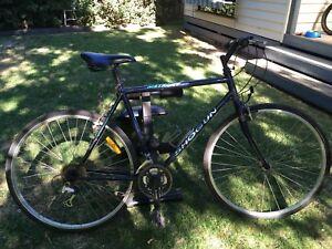 Shogun MetroAT Hybrid Flat Bar Bike