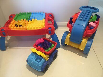 120  x Mega Blocks , Truck, Wagon, Table