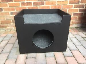 Indoor/outdoor cat or dog box new