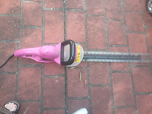 Pink hedge timmer powerlead Jannali Sutherland Area Preview