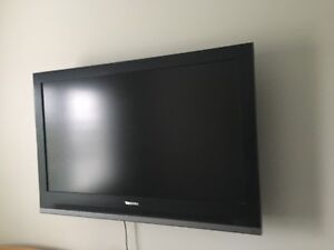 37 inch LCD TV and Mount