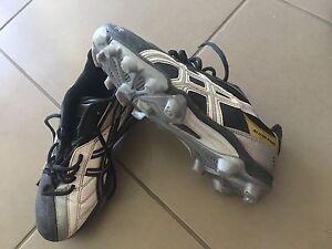 Asics football boots boys EURO 36 US 4 Berwick Casey Area Preview