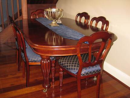 Antique Reproduction Mahogany Dining Table And Chairs