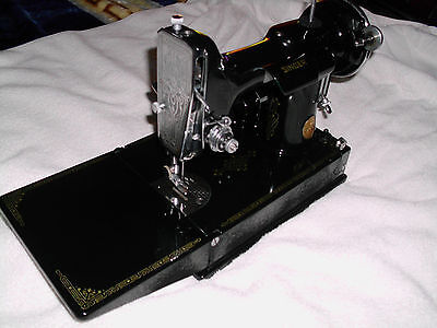 RARE-1935 VTG Singer Featherweight Sewing Machine No.221, With Case and Extras!!