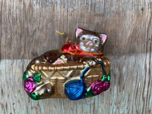Christmas Cat in Basket Glass Ornament, Holiday Decor
