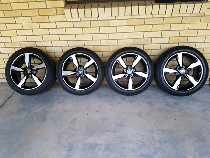 VF Commodore  Rims & Tyres Brand New
