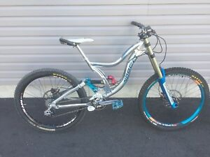 Norco team dh 995$ comme neuf