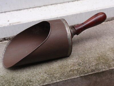 ANTIQUE VINTAGE VICTORIAN STYLE WOOD HANDLE WITH METAL SCOOP SHOVEL