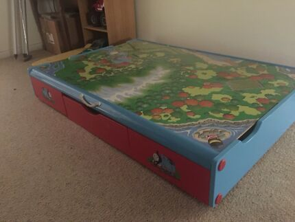 THOMAS THE TANK ENGINE trundle table