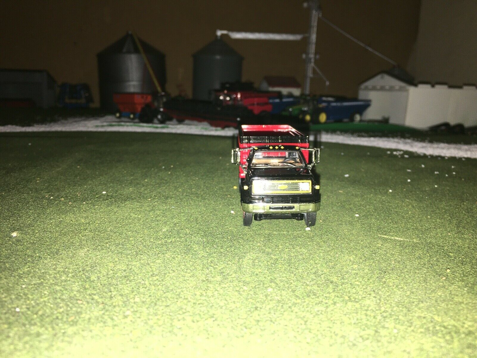 1/64 DCP BY FIRST GEAR BLACK/RED CHEVY C65 TANDEM AXLE GRAIN TRUCK 3