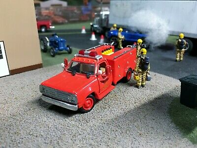 Code 3 1:64 1972 Dodge D-300 LA County Squad 51 Rescue Fire Truck EMERGENCY!