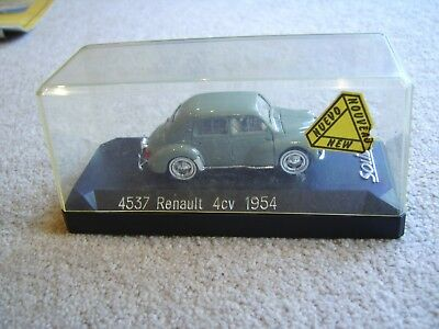 Solido 4537 Renault 4cv 1954 in original plastic display case