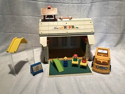 FISHER PRICE ~ Little People Vintage School House & Accessories ~ Very Nice !