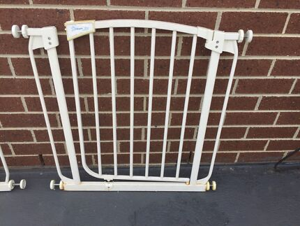 Dream baby child safety gate & extensions in excellent condition