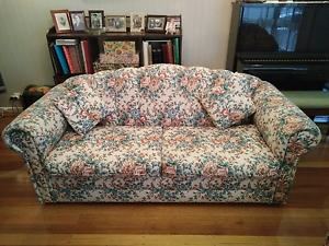 90s floral sofa Sunshine Brimbank Area Preview