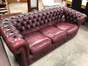 BURGUNDY 3 SEATER LEATHER CHESTERFIELD SOFA