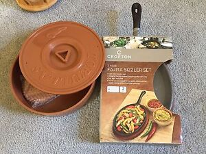 Cast iron fajita skillet set BNIB
