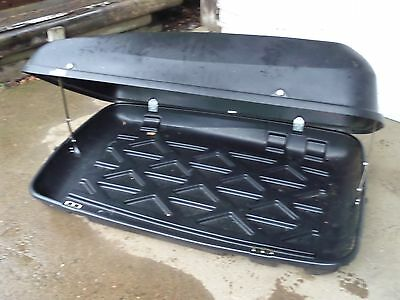 HALFORDS LARGE LOCKABLE CAR ROOF BOX WITH LOCKABLE ROOF BARS