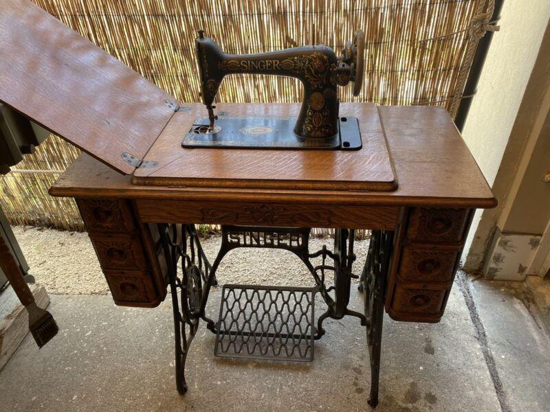 COMPLETE ANTIQUE 1910 SINGER TREADLE SEWING MACHINE & CABINET w/CAST IRON BASE