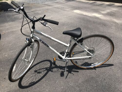 """Trek 7100 Women's Bicycle Excellent Shape With Owners Manual. 26"""""""
