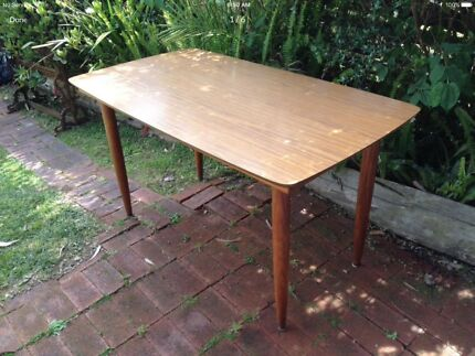 Chiswell Dining Table