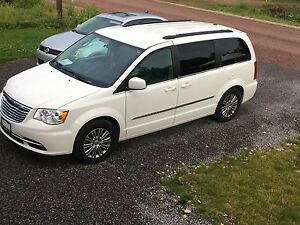 Chrysler Town and Country Touring L 2013