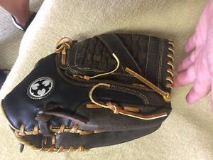 "WORTH Mayhem MH140 Ball Glove - 14"" Left hand"