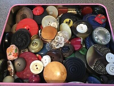BOX OF VINTAGE BUTTONS FOR REPAIRS/CRAFT. JOB LOT 8.