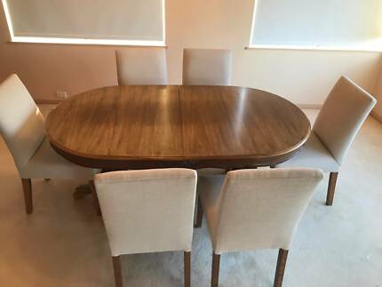 Old Fashioned Extendable Oval Wooden Dining Table