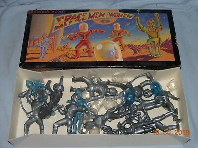Vintage Glencoe Models Spacemen & Women Plastic Figures 1/20 Scale #05907 (MIB)