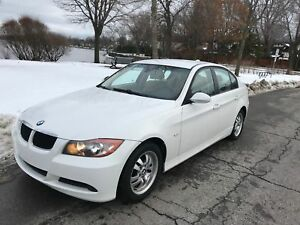 2007 BMW 323 i 6 vitesses ...impeccable