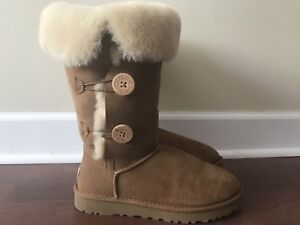 Ugg boots- bailey button triplet size 9, like new