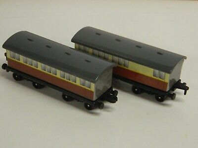 VTG 1995 ERTL Thomas The Tank Engine & Friends PASSENGER COACHES x 3 NICE//
