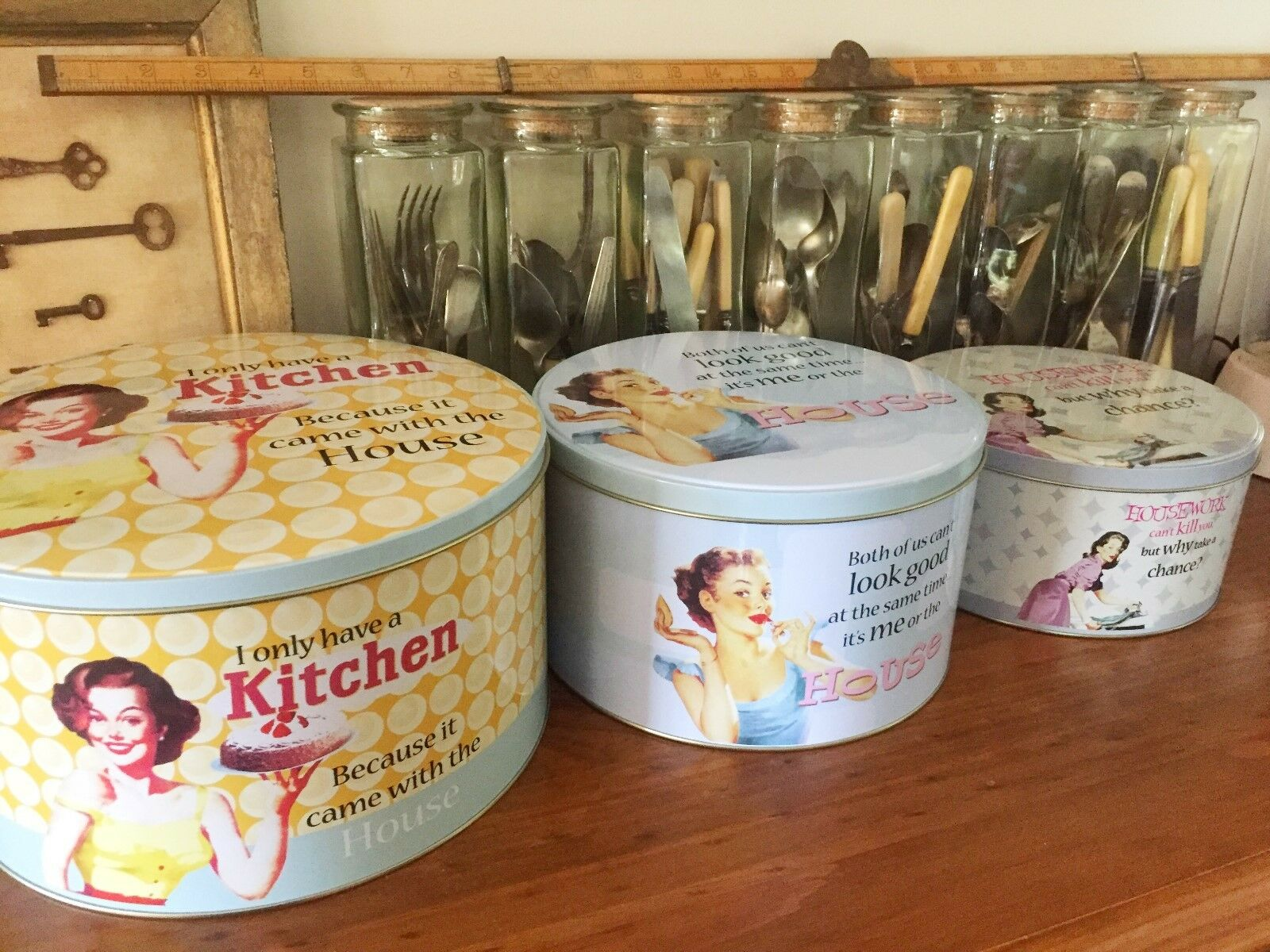 Set of 3 vintage retro inspired round cake tins kitchen for Kitchen set cake