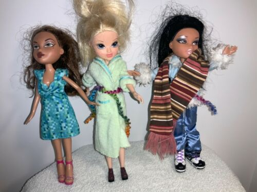 Bratz Girl Dolls Lot - Clothes And Shoes-lot of three