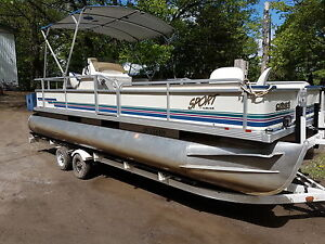 Pontoon boat 20 foot crest with 50 hp mercury