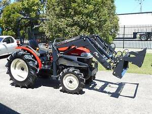 Tractor and 4 in 1 loader 35Hp 4wd, power steering Currumbin Waters Gold Coast South Preview