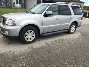 2006 Lincoln Navigator with 3rd row seating