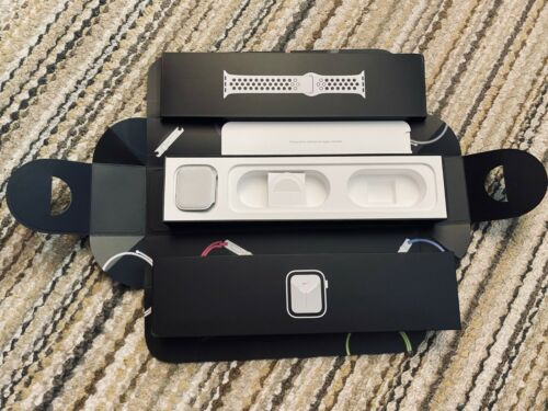 Apple Watch Series 5 Nike 44mm Silver Aluminum Pure Platinum Black - BOX ONLY