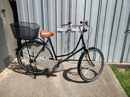 Ladies Vintage Style Leopard Bicycle - Retro!