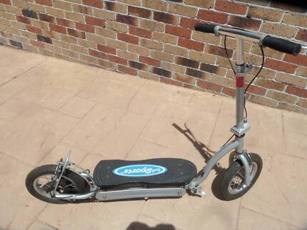 """VINTAGE """"COOL SPORTS """" BRAND SCOOTER"""
