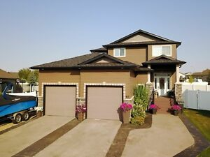 Large sylvan lake house for rent. 6 bed 4 bath.