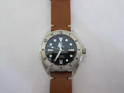 Raven Solitude 300m Dive Watch 12hr stainless bezel - 1 month old + extra strap