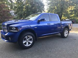 2014 Ram 1500 sport, Loaded, low km's