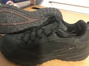 Winter shoes merrell for woman and lady size 10