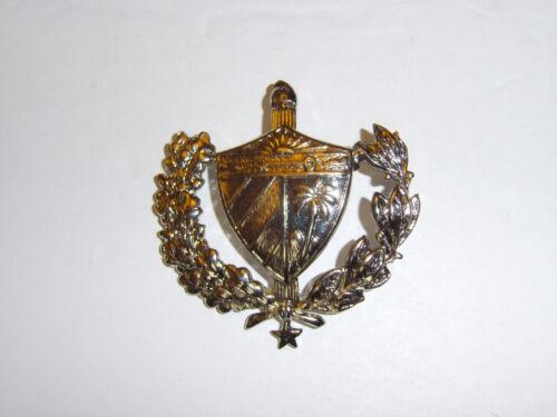 b0045 Cuba Cuban Military cap badge R17E